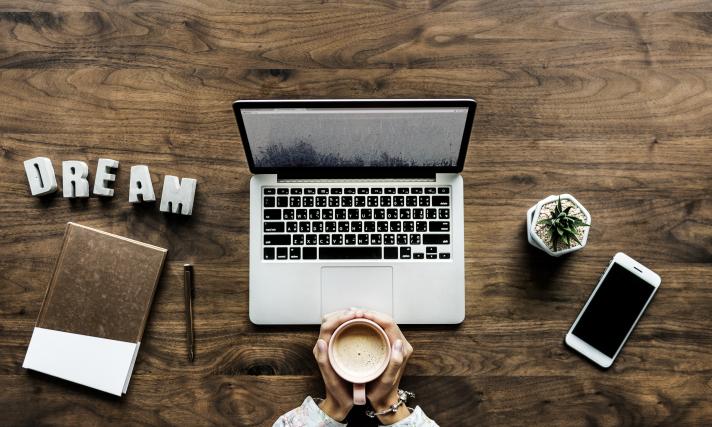 travail-bureau-freelance